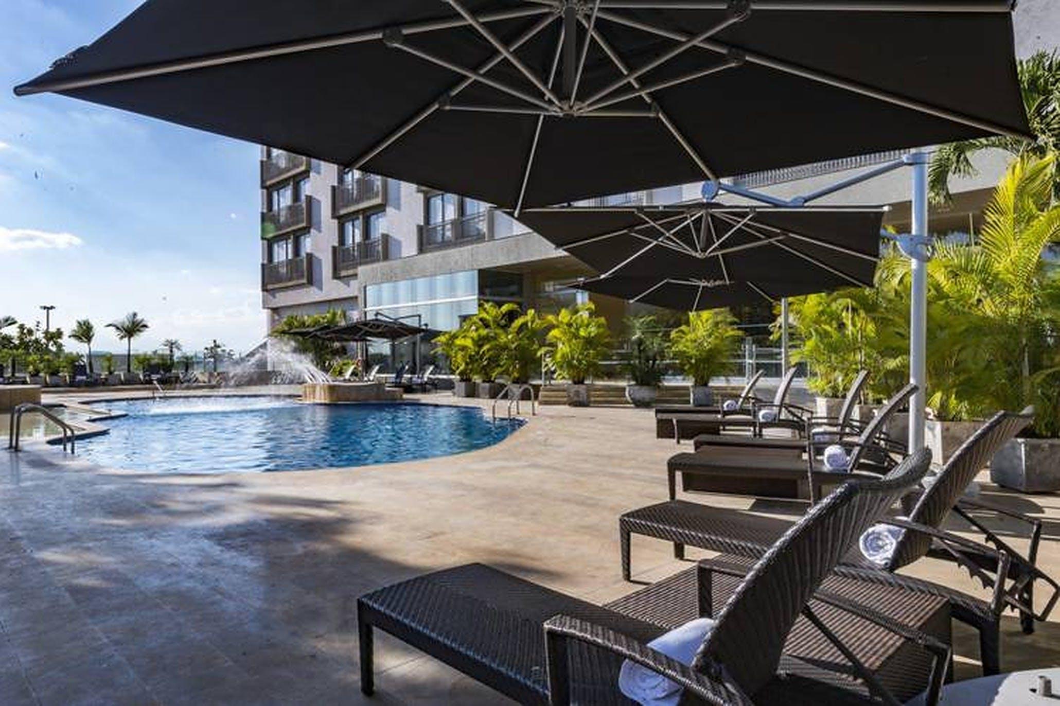 Modern Luxury Complex w/ Gym + Bar + Pool + Workspaces