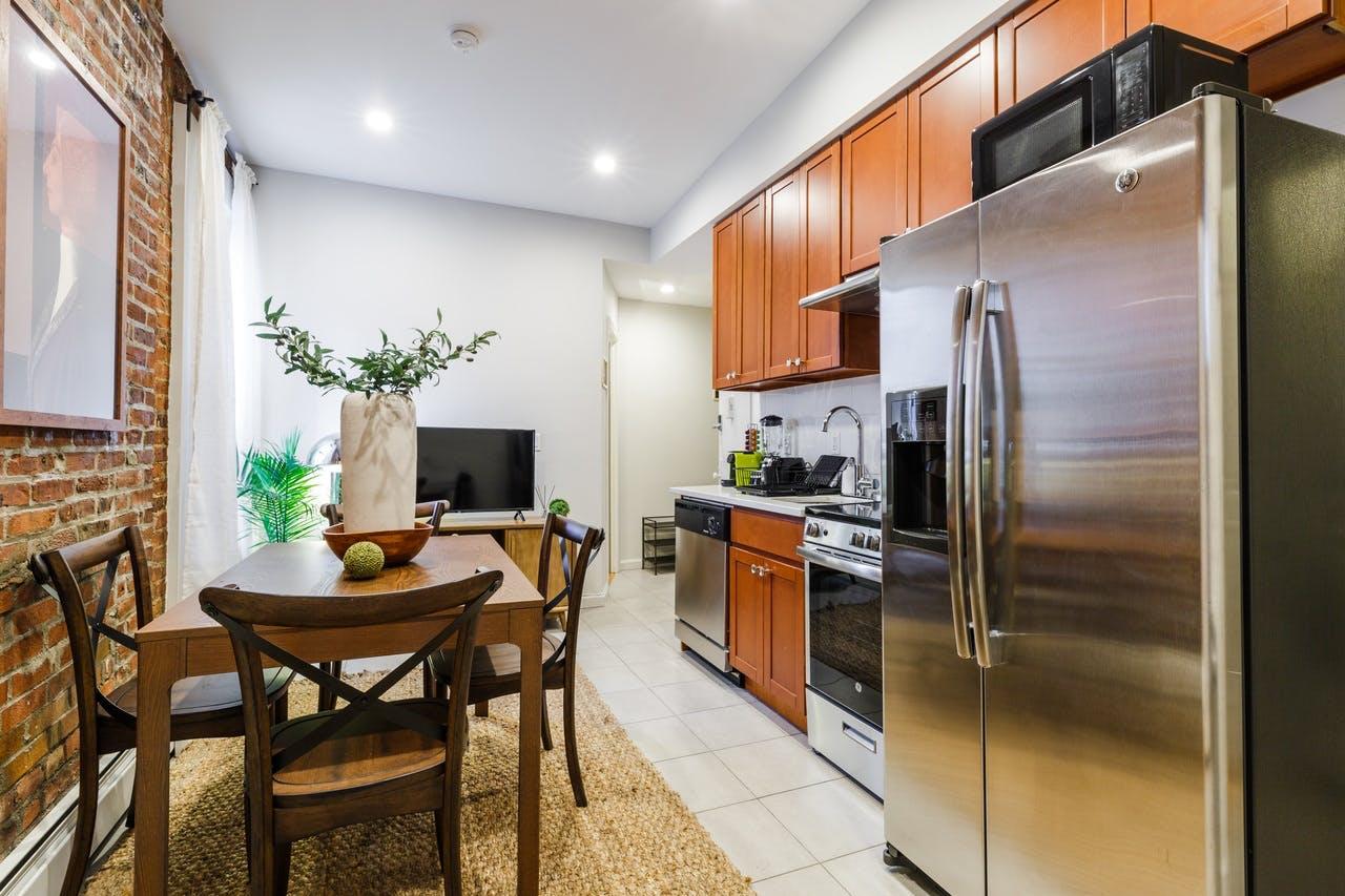 8 Residents   57th St. - Midtown East   Modern Vibrant Apt.