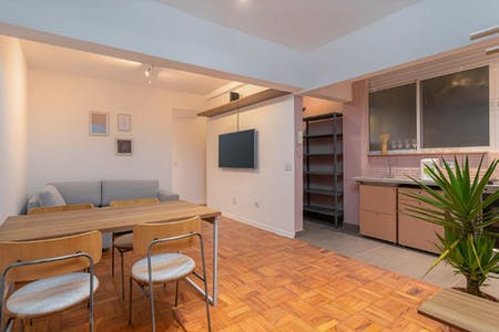 3 Residents | Alameda Santos | Comfortable Renovated Apt. w/ Workspace
