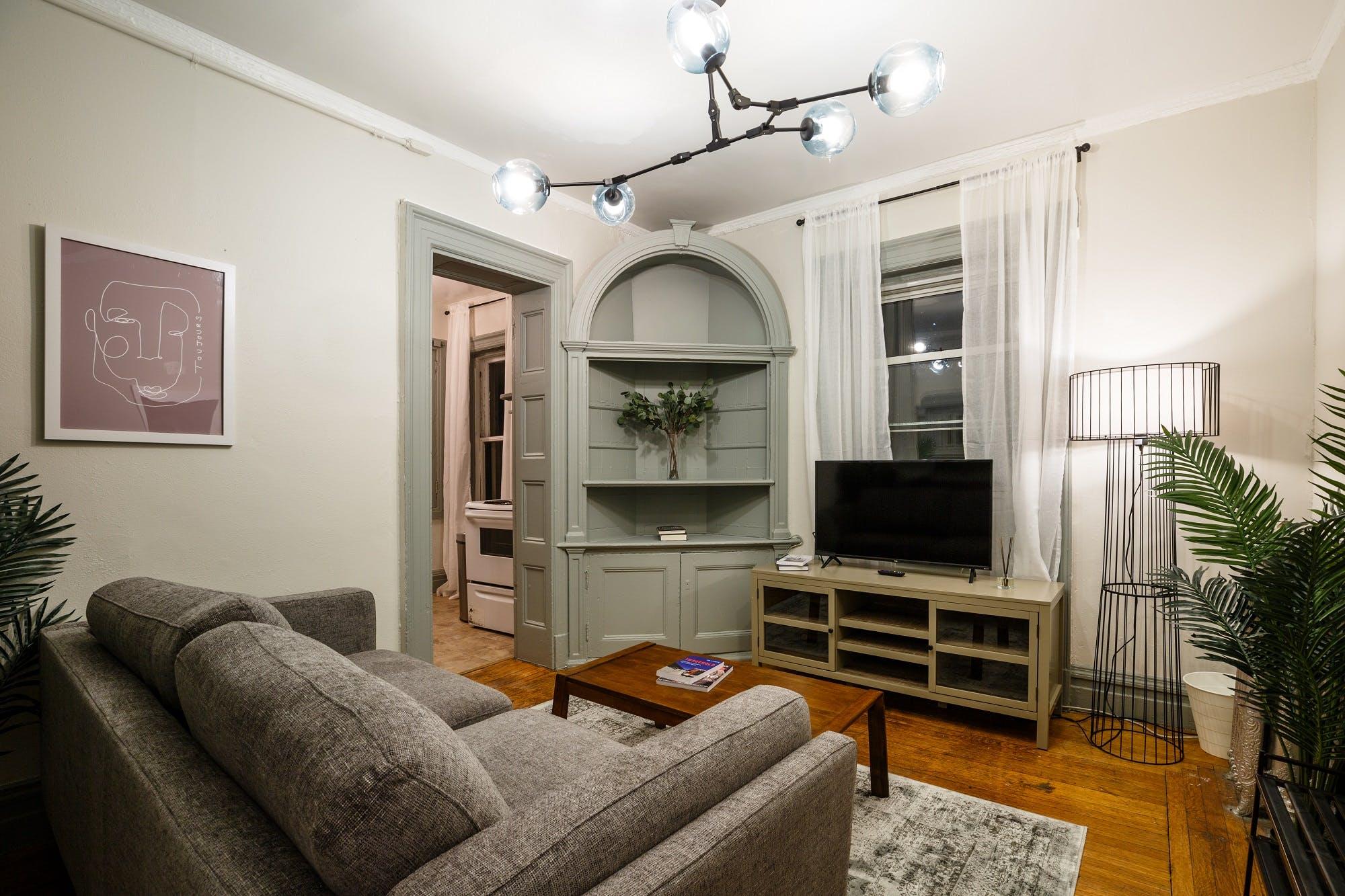 8 Residents | 20th St. - Chelsea | Comfortable Stylish Apt