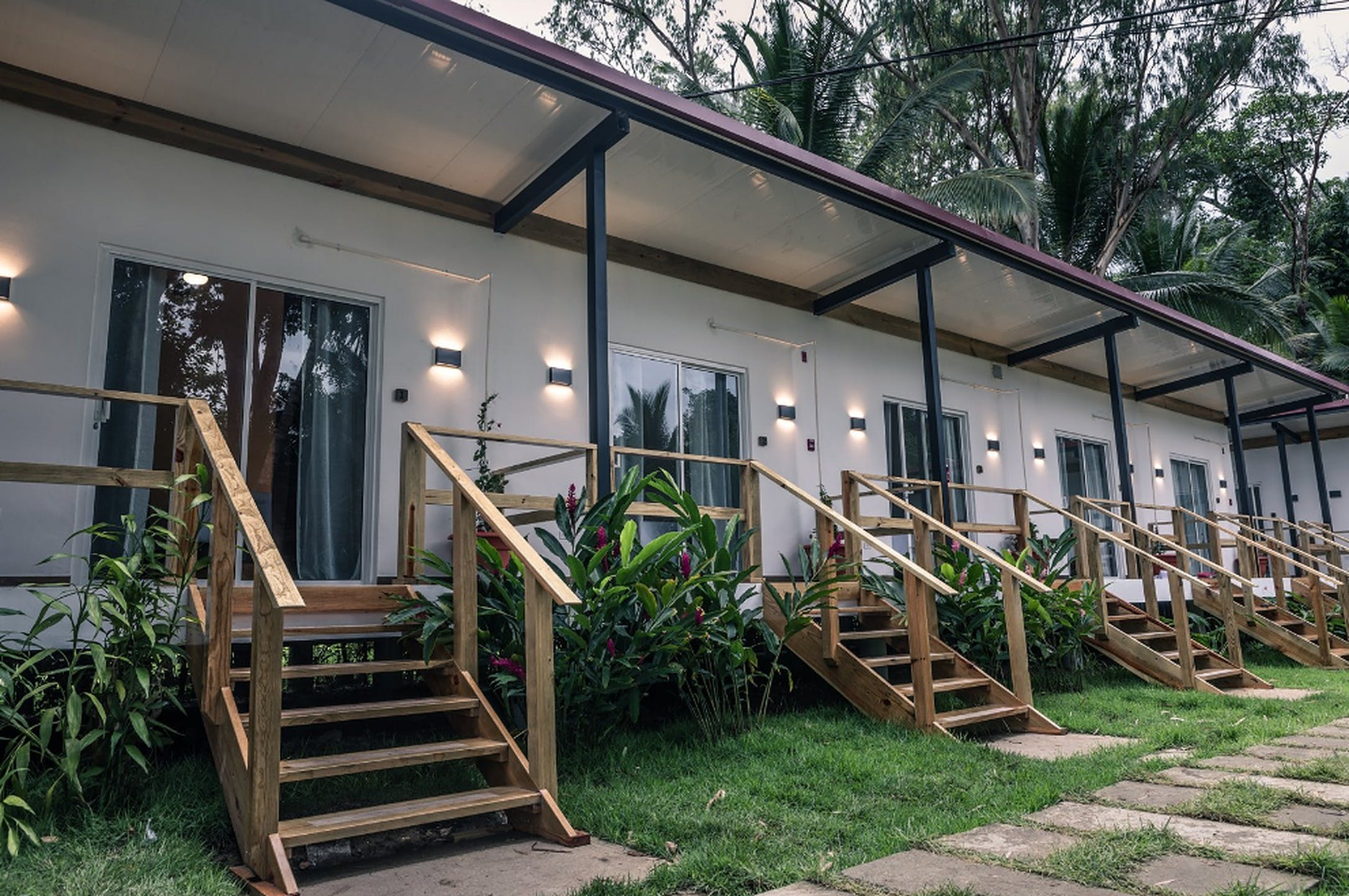 21 Residents | La Cabaña | Stunning Natural Complex w/ Coworking + Ocean views