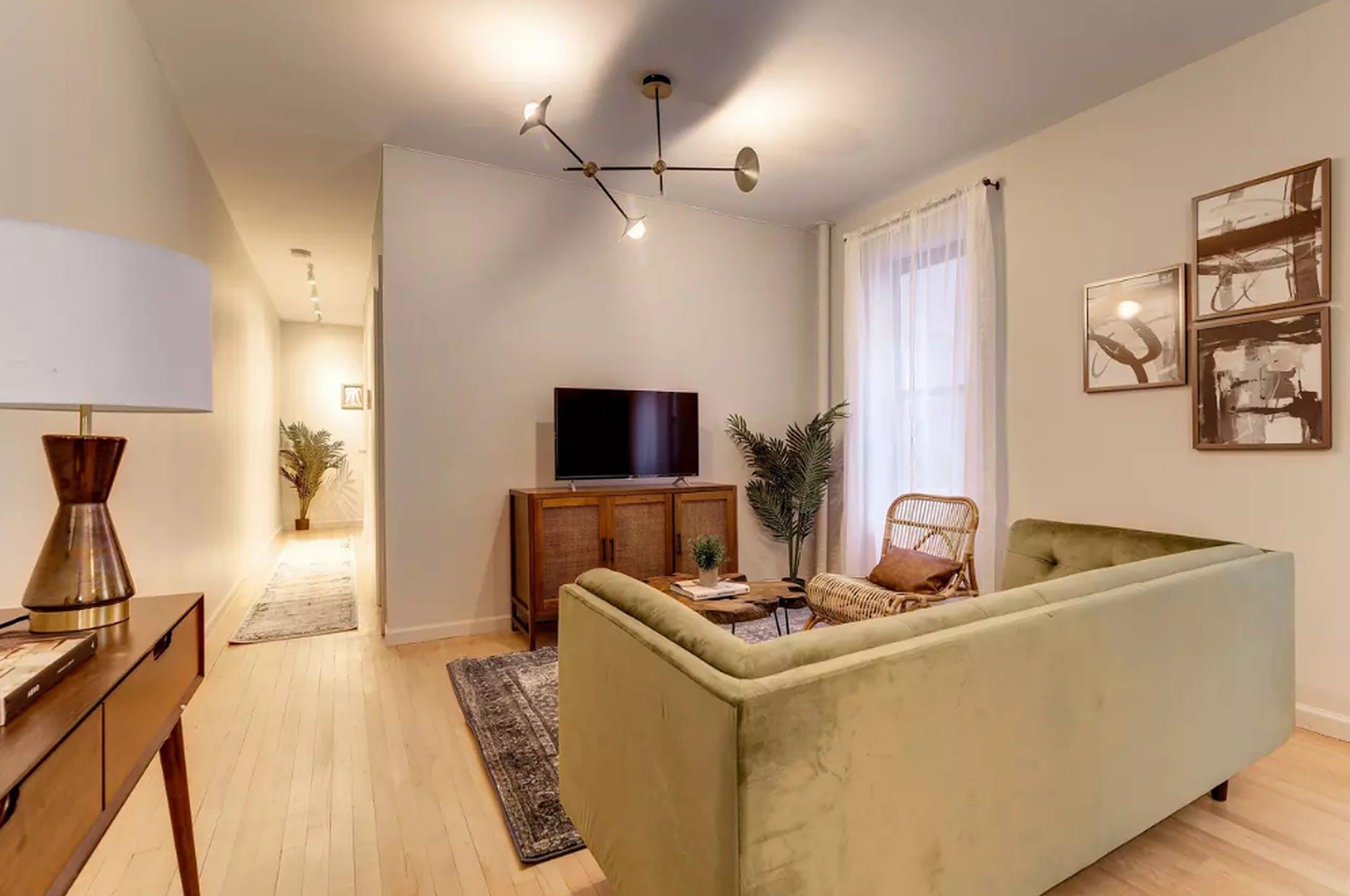 8 Residents   136th St. - West Harlem   Comfortable Elegant Apt.