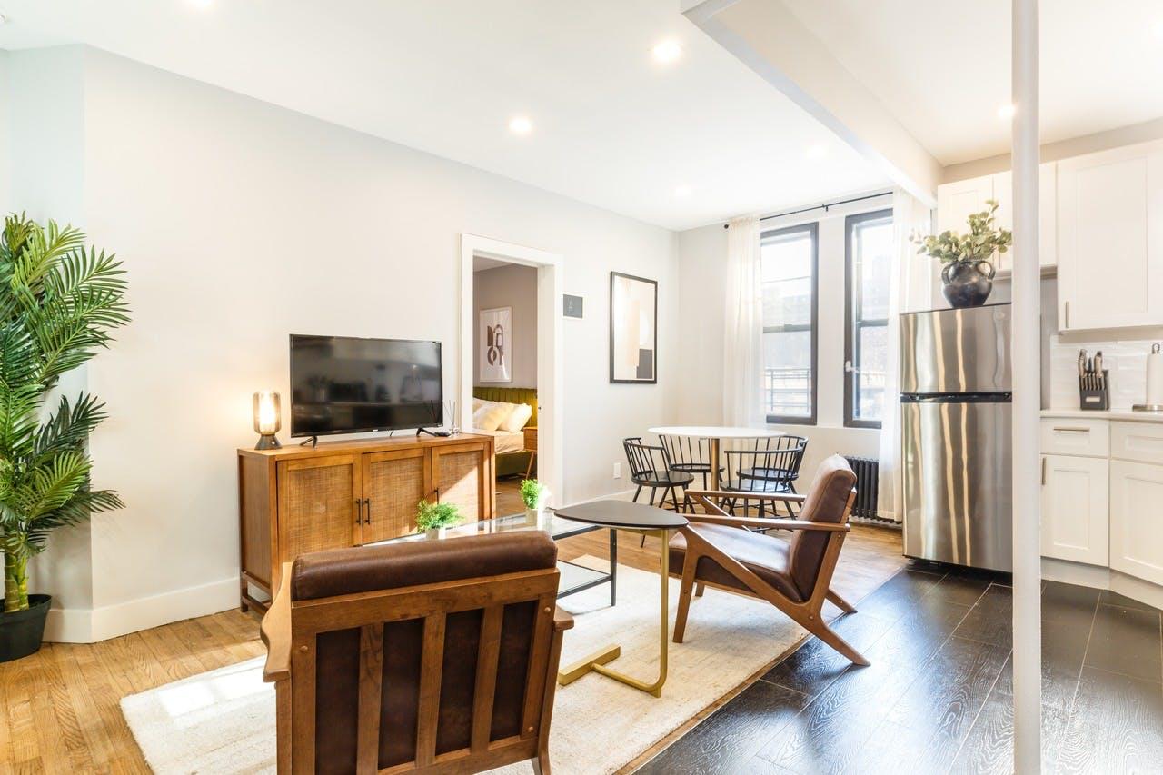 8 Residents   Broadway - Manhattanville   Stunning Bright Apt.