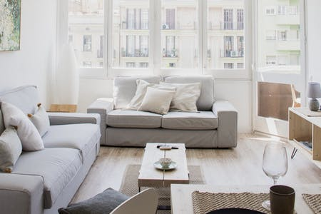 8 Residents   Sant Antoni   Bright Comfortable Apt. w/ Terrace