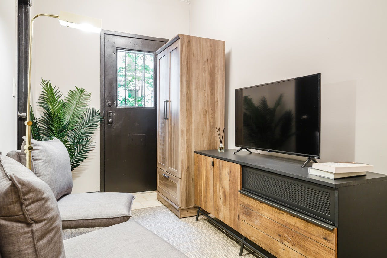 6 Residents   W 48th St. - Hell's Kitchen   Comfortable Vibrant Apt.