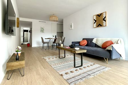 3 Residents   Les Corts   Lovely Bright Apt. w/ Coworking + Terrace