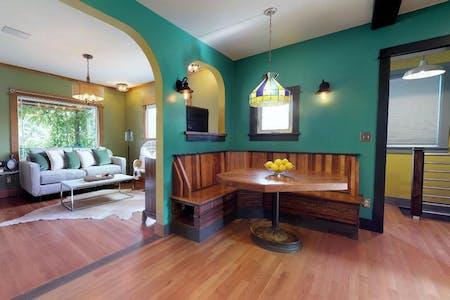 Elegant Vibrant House w/ Backyard + BBQ