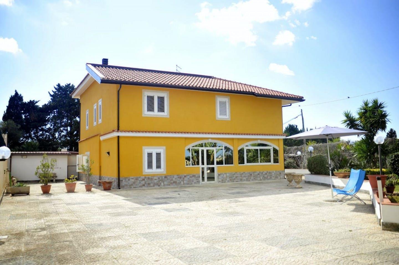 Stunning Vibrant House w/ Backyard + Solarium + Ocean Views